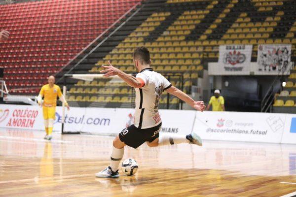 Com direito a golaço, Corinthians vira pra cima do JEC/Krona
